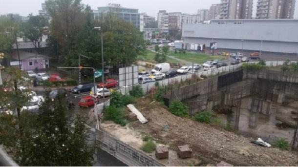 ЛИДЕР ДОЗНАВА: Полицијата приведува 70 работници кои работат на новите згради позади Рамстор!