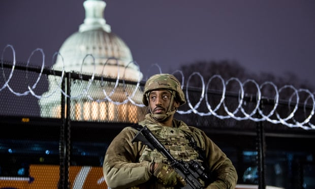 Уапсено лице со оружје и лажна пропусница за инаугурацијата на Бајден