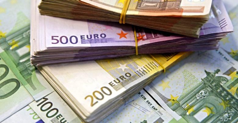 Пола милион фалсификувани евра запленети во Романија, уапсени 10 лица