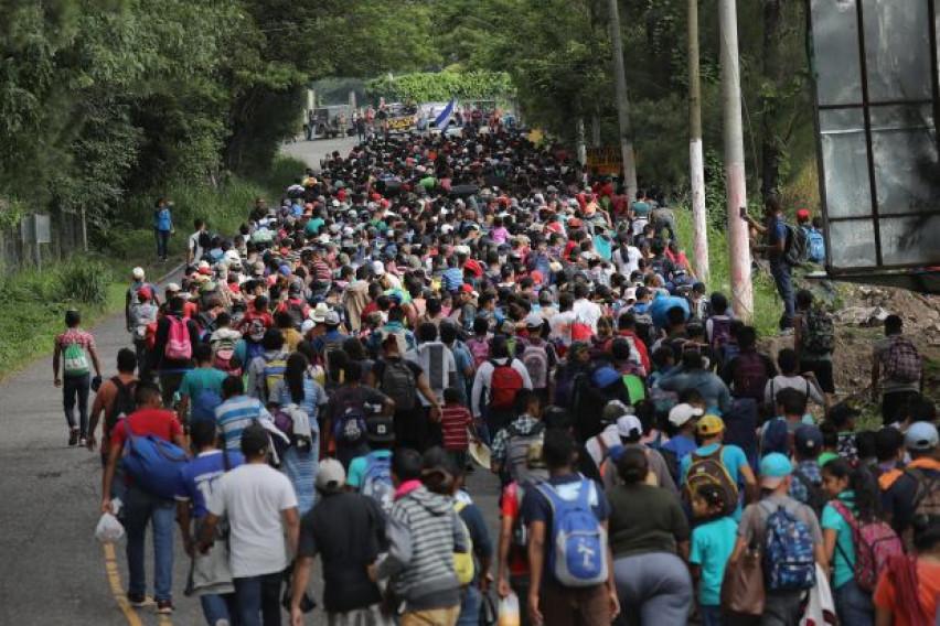 Разбеснета маса мигранти тргна од Хондурас кон Америка