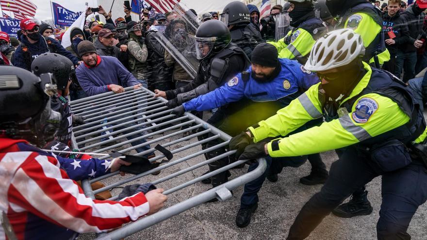 Екстремисти прават заговор да го опколат американскиот Капитол пред инаугурацијата, објави Си-Ен-Ен