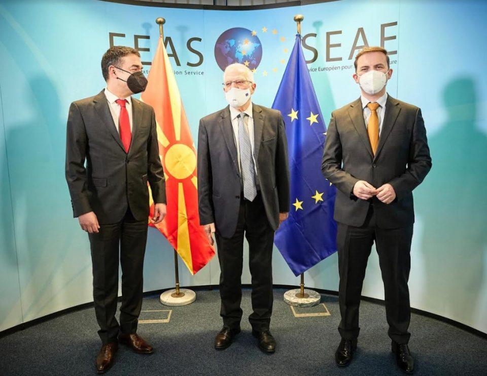 Димитров и Османи на средба со Борел: Успехот на европскиот проект зависи од солидарноста