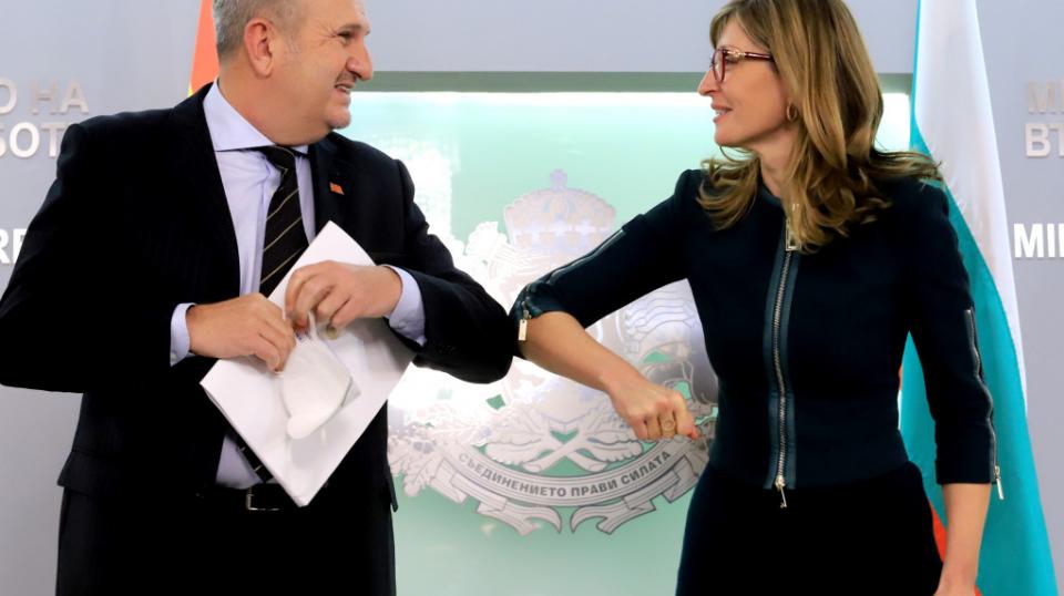 Захариева: Во Македонија постои заблуда дека нешто ќе се промени по изборите во Бугарија