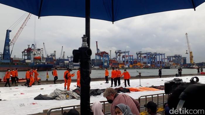Лоцирани црните кутии на индонезискиот авион