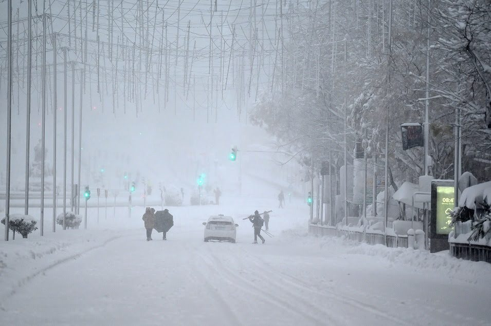 "Снежната бура ""Филомена"" го затрупа Мадрид и одзема најмалку четири животи"