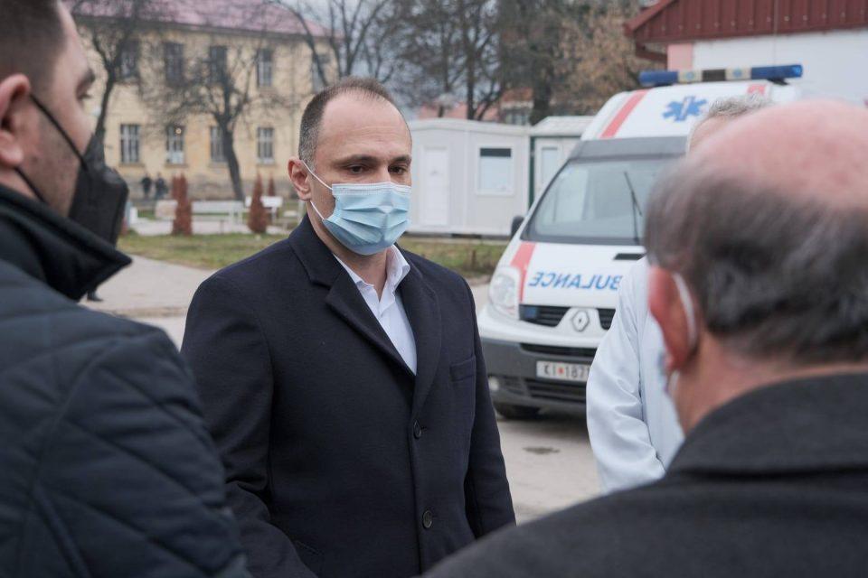 Филипче откри кој прв ќе се вакцинира во Македонија