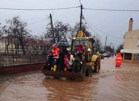 Поплави во повеќе делови на Грција поради обилните дождови