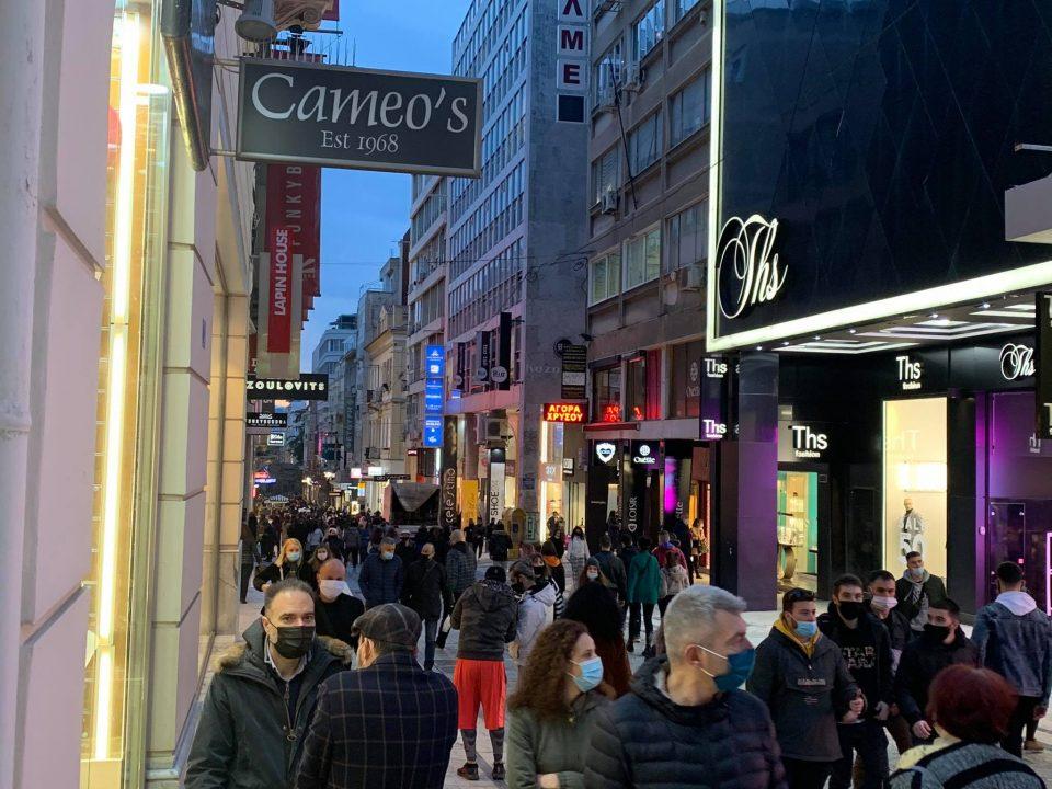 Грците вчера максимално ја искористија последната шанса за шопинг