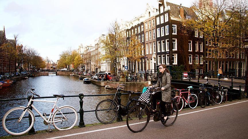Холандија ги продолжува мерките уште три недели – можен е и полициски час
