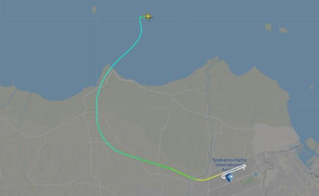 Четири минути по полетувањето се урна патнички авион во Индонезија, има загинати