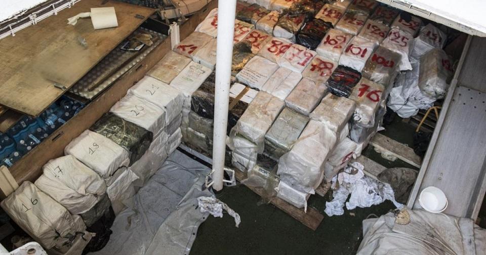 Запленети рекордни 4,2 тони кокаин на рибарски брод