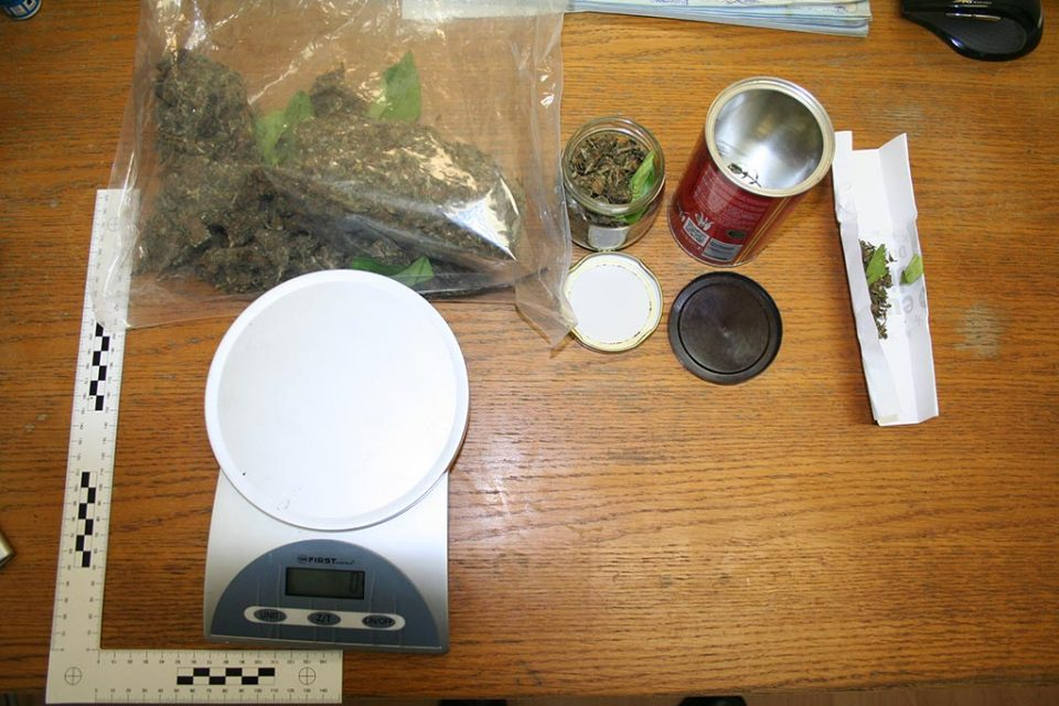 Пронајдена марихуана и дигитална вага во домот на дилер