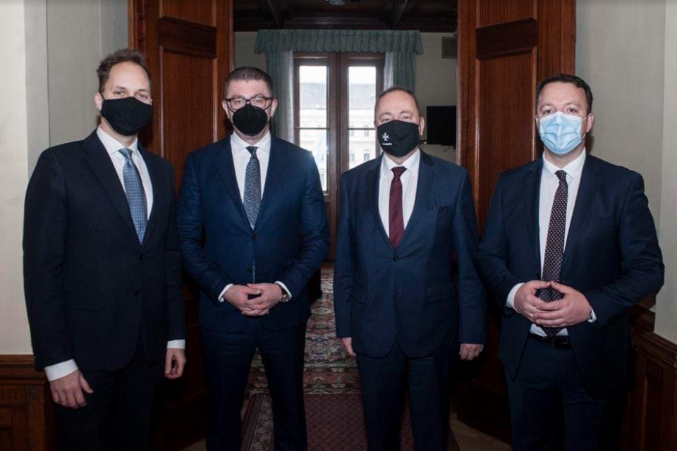 (ВИДЕО) Мицкоски и Николоски на средби во Унгарија побараа поддршка за напредок: Земјата чека предолго пред портите на ЕУ