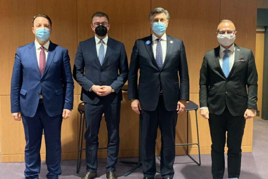 (ВИДЕО) Мицкоски побара поддршка од Пленковиќ: Граѓаните не заслужуваат да бидат заложници на Заев