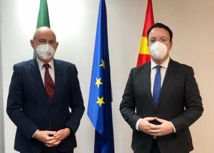 Николоски на средба со амбасадорот Гир, тема на разговор се евроинтеграциите на Македонија