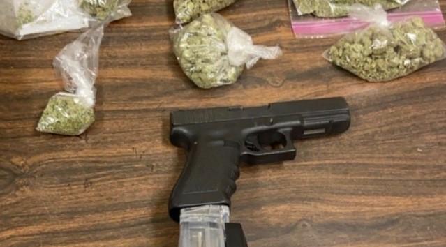 Скопјанец фатен со 610 грама марихуана, хашиш смола и пиштол во неговиот дом