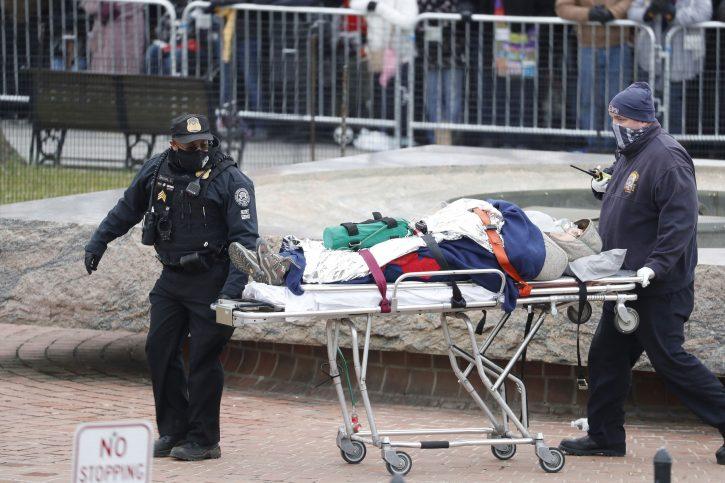Вознемирувачко видео: Жена застрелана во вратот, во тешка состојба изнесена од Капитол