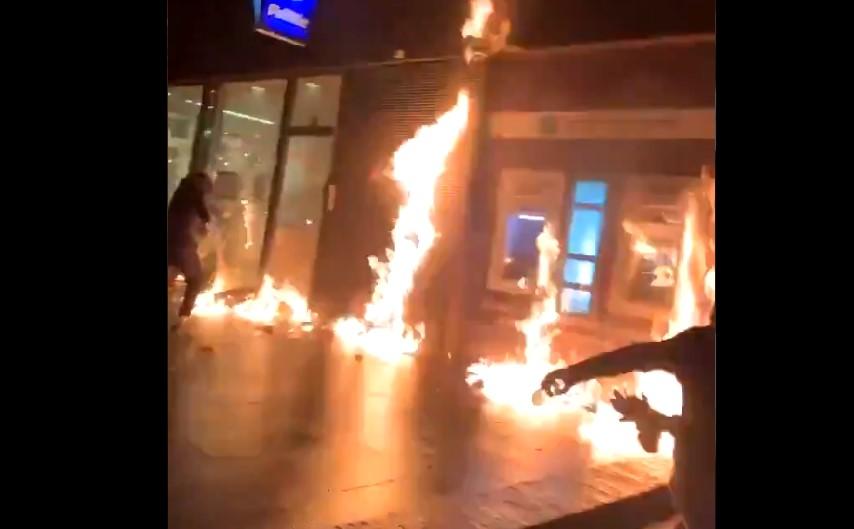 Протести во Брисел – запалена полициска станица, уапсени 70 лица