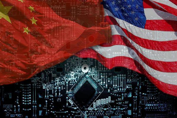 Кина воведе санкции против 28 американски граѓани, меѓу нив и Мајк Помпео