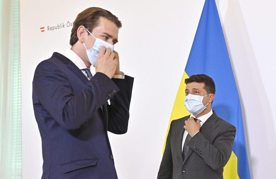 Австрискиот канцелар гневен на политичарите кои се вакцинирале преку ред