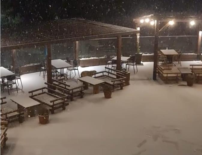 (ФОТО) Козјак побеле: Снегот непрекинато паѓа
