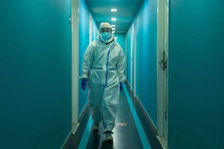 Двајца лекари починаа од Ковид-19 во Србија
