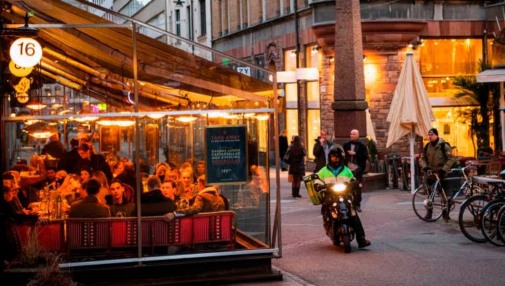 Шведска подготвена за првпат да ги затвори продавниците и рестораните