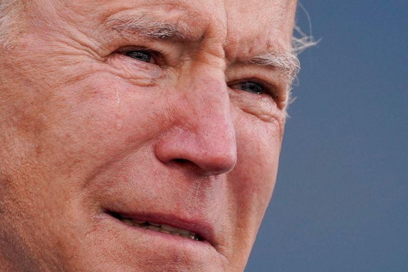 (ВИДЕО) Бајден заплака пред да отпатува во Вашингтон