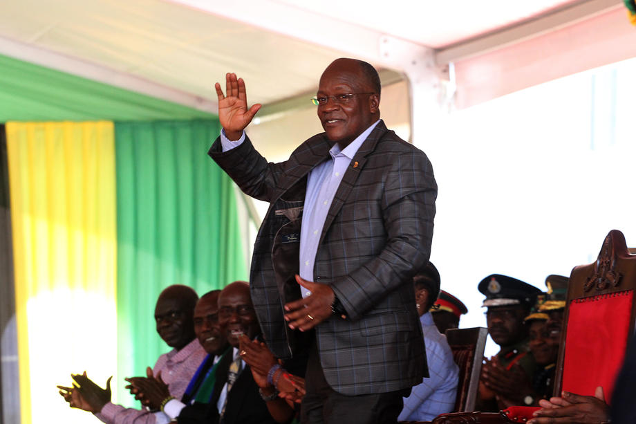 Претседателот на Танзанија одбива вакцина и вели дека Бог штити од Ковид