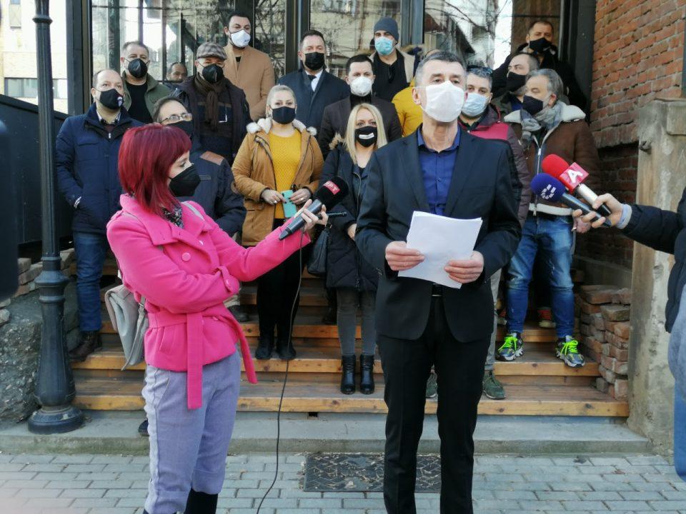 Угостителите ќе бараат од Бетиќи поддршката за плати да трае до крајот на пандемијата
