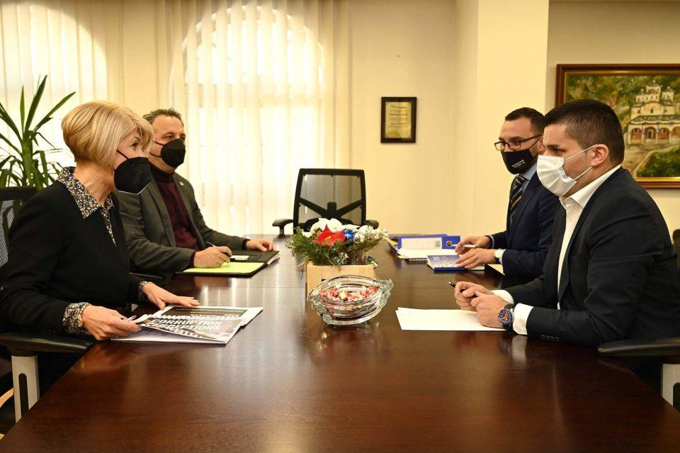 Николовски на средба со Тасева: Владата ќе се фокусира на решавање на случаите за кои постои сомнеж за корупција
