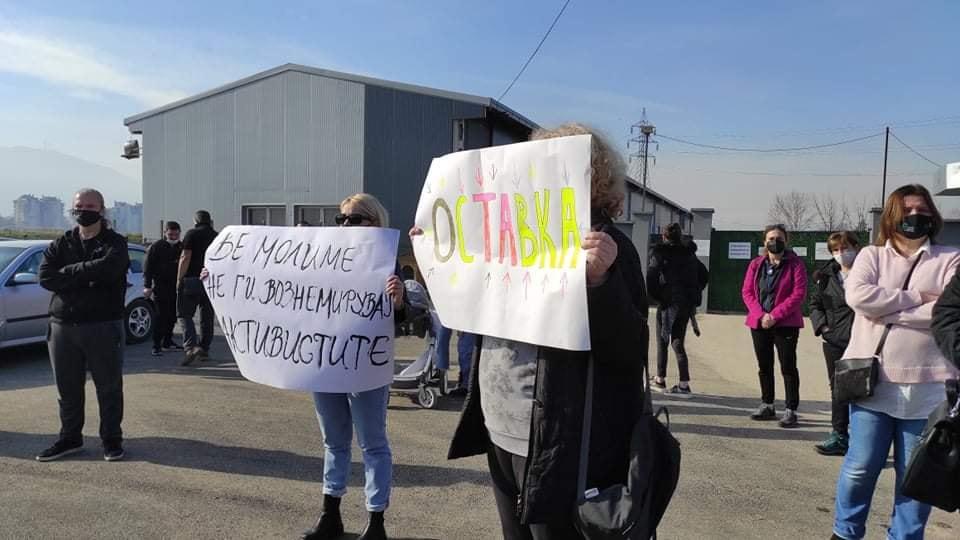 """Мирен протест пред ЈП """"Лајка"""", се бара итно разрешување на в.д. директорката"""
