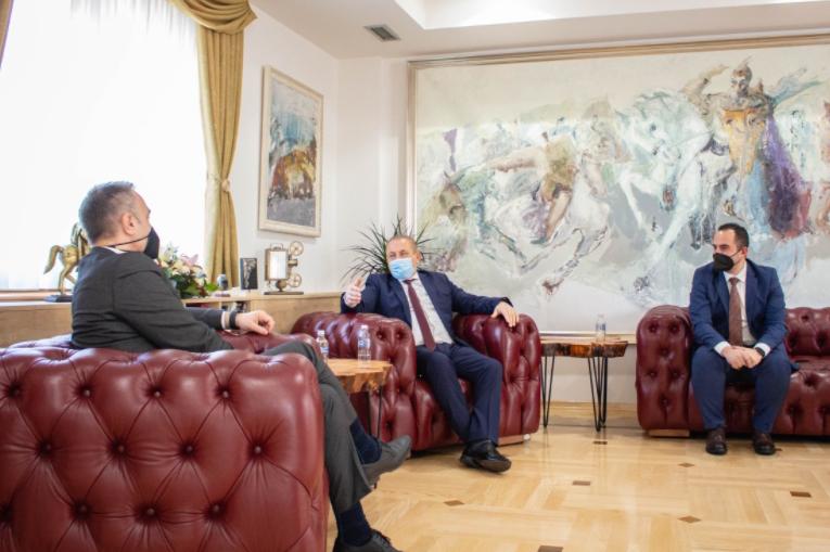 Груби на средба со Шаќири и Мерко: Добрата соработка помеѓу централната и локалната власт носи придобивки