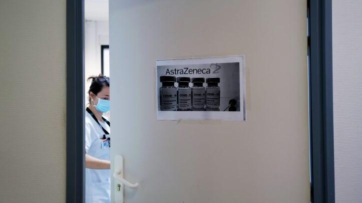 Жена починала по примање на една доза – прекината вакцинацијата со АстраЗенека во Бугарија