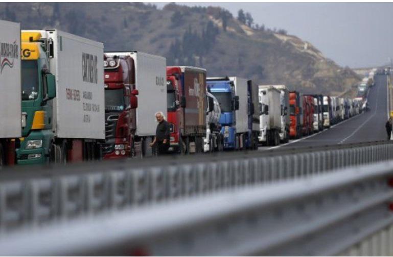 Километарски колони: Бугарија бара од Грција да престане со тестирање на камионџиите