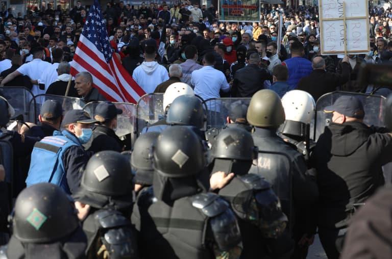 """Вкупно 11 полицајци биле повредени на вчерашниот протест за """"Монструм"""""""