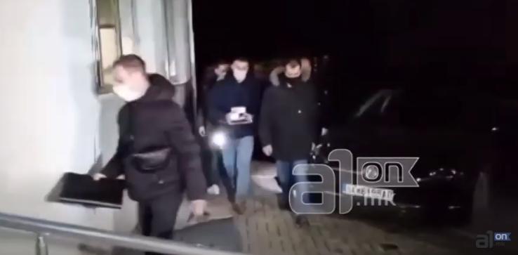 ВИДЕО: Одземени актовки, документи, телефони од возило на обезбедувачите на Мијалков