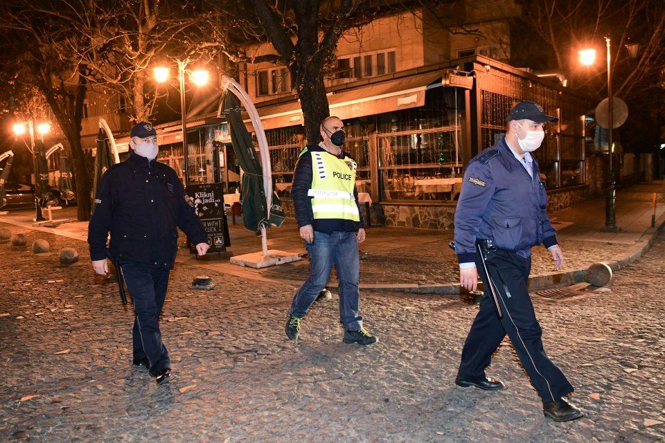 Инспекторите затворија локали во повеќе градови: Летале маси и столици во Скопје