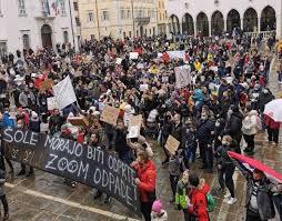 Протести во Словенија поради затворањето на училиштата