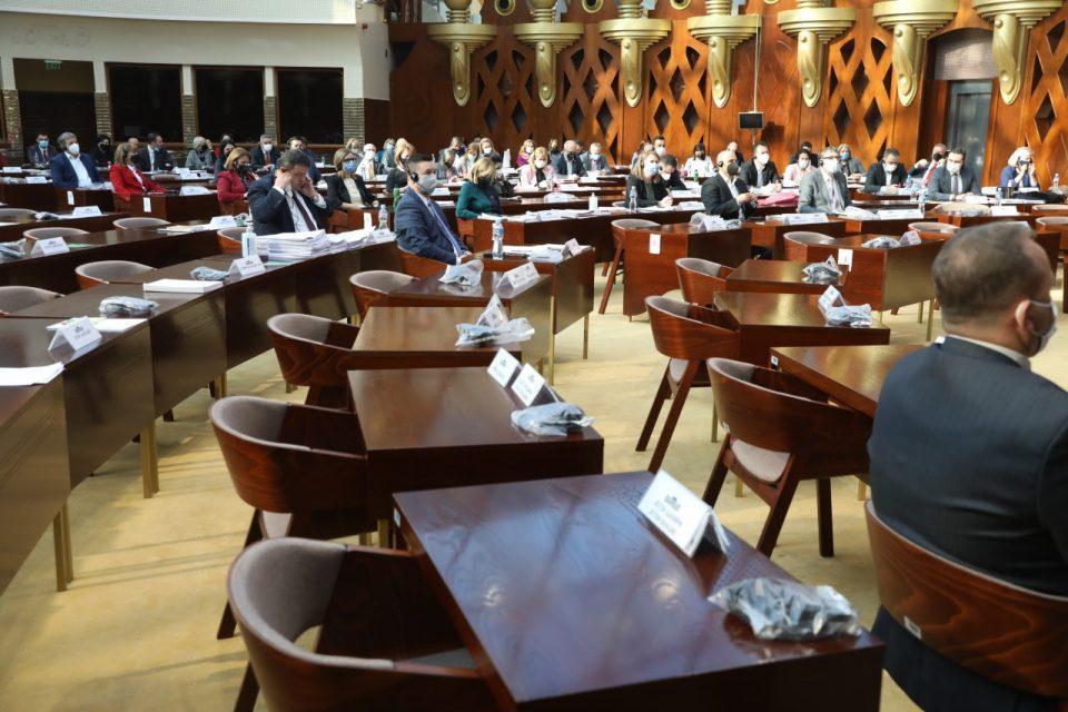Седница за пратенички прашања во Собранието и заседанија на две комисии