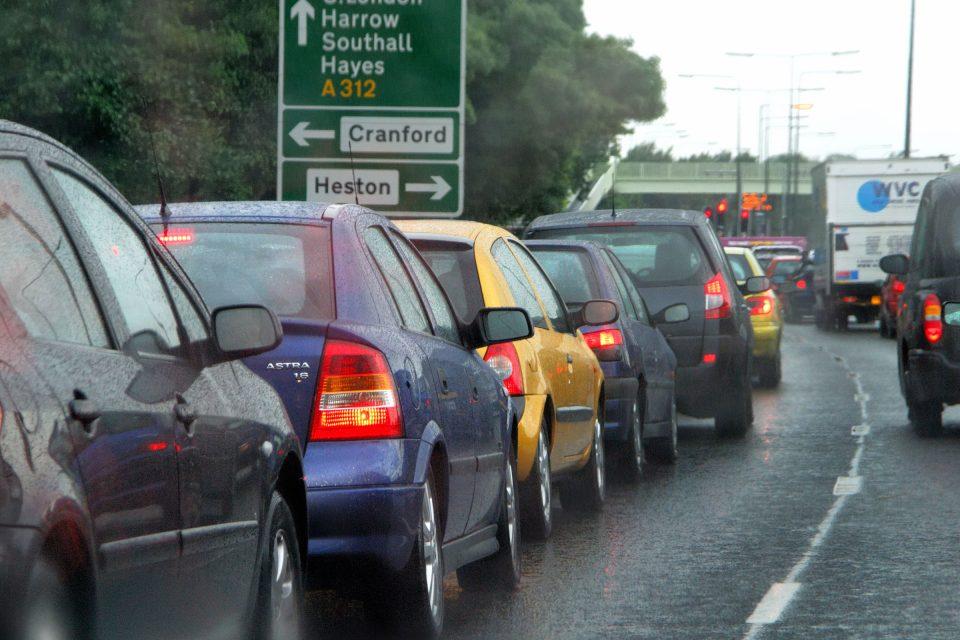 Британските власти даваат пари на сопственици на стари автомобили за да престанат да ги возат