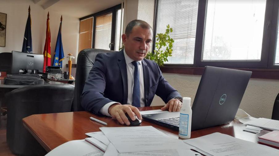 """Ангелов: Скандирањето """"УЧК"""" и каменувањето на полицајците не водат кон помирување"""