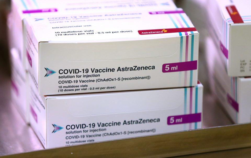 """Данска привремено ја прекинува вакцинацијата со """"АстраЗенека""""- Пациентка почина од згрутчување на крвта по вакцинацијата"""