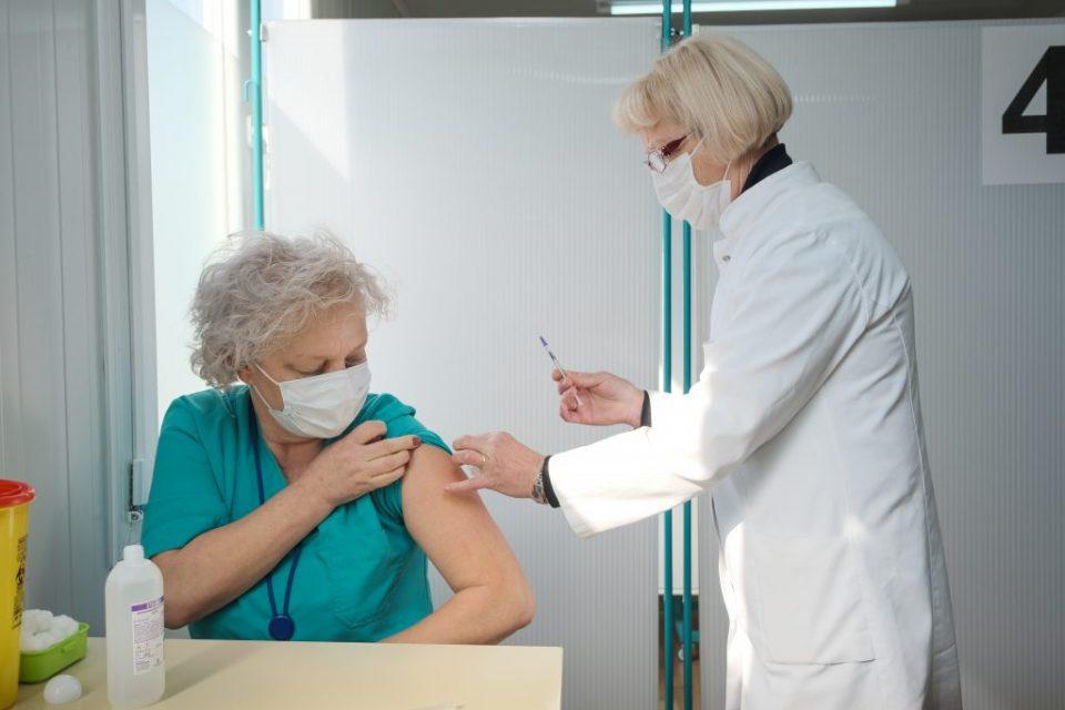 Досега вакцинирани 107 здравствени работници на Инфективната клиника