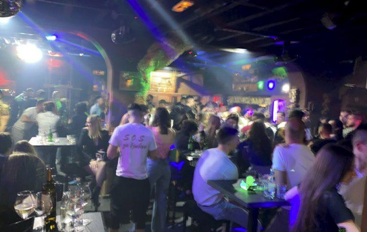 """(ВИДЕО) Полицијата прекина """"корона забава"""" со над 400 луѓе во Белград"""