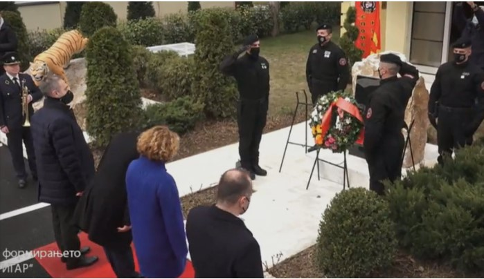 Артан Груби како дел од владината делегација не се поклони пред спомен плочата на загинатите припадници на ЕСЗ Тигар