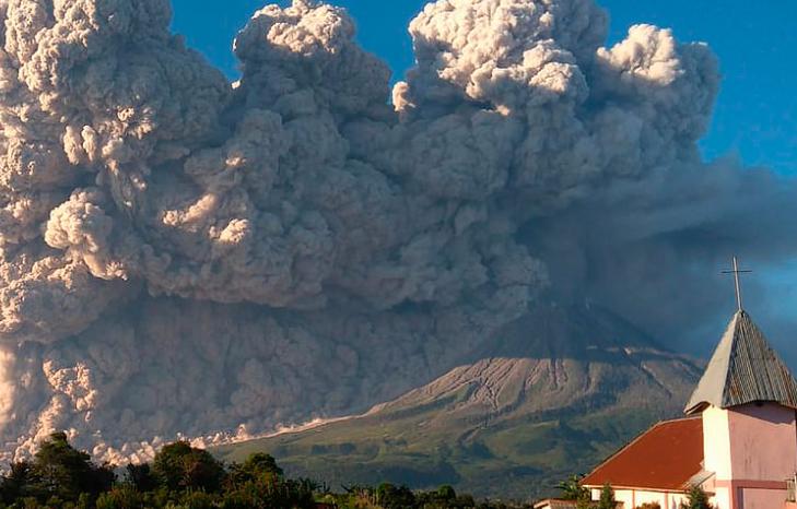 (ФОТО) Се активираше уште еден вулкан – испушти пепел во висина од 5.000 метри