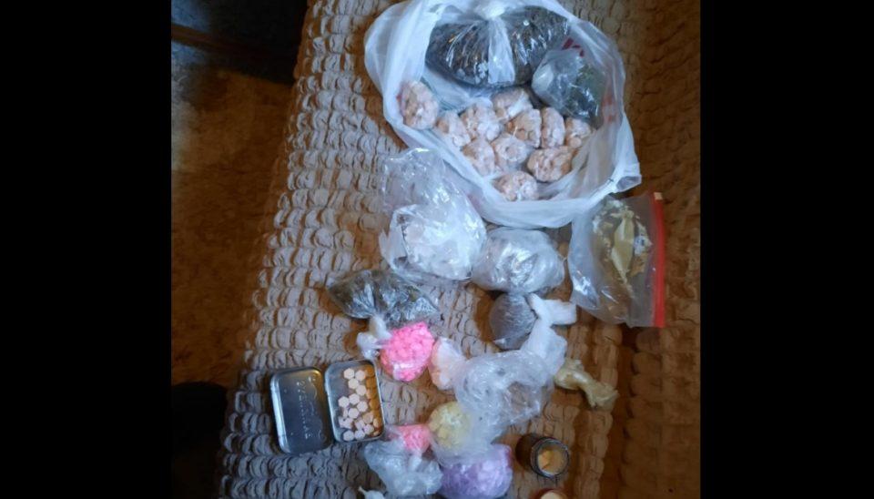(ФОТО) Големи количини на таблети, екстази и амфетамин пронајдени во Гази Баба