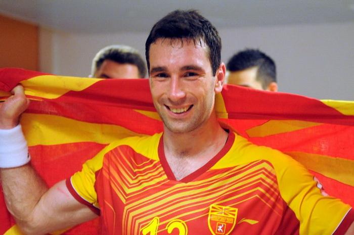 Миркуловски: Да ги научиме младите како треба да се однесуваат кон македонскиот дрес