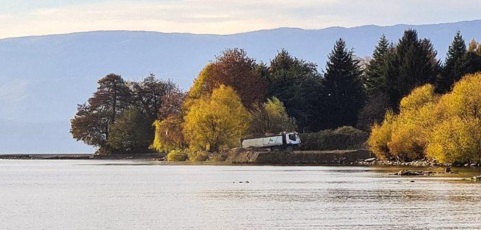 Кривична пријава за фрлање градежен шут и насипана е земја од ископ на темели во Охридското езеро